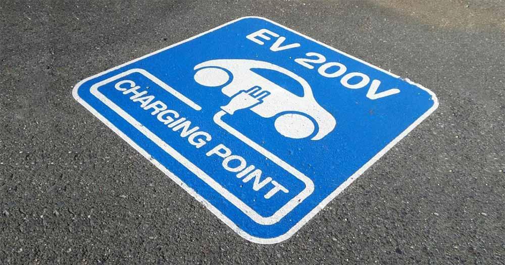 Con le auto elettriche risparmi di oltre 4 miliardi