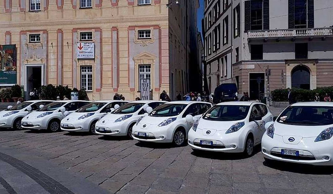 Genova mette la spina al car sharing