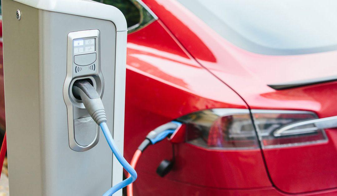 Confermata iva agevolata al 4% per i disabili, cumulabile con Ecobonus per l'acquisto di auto elettriche.