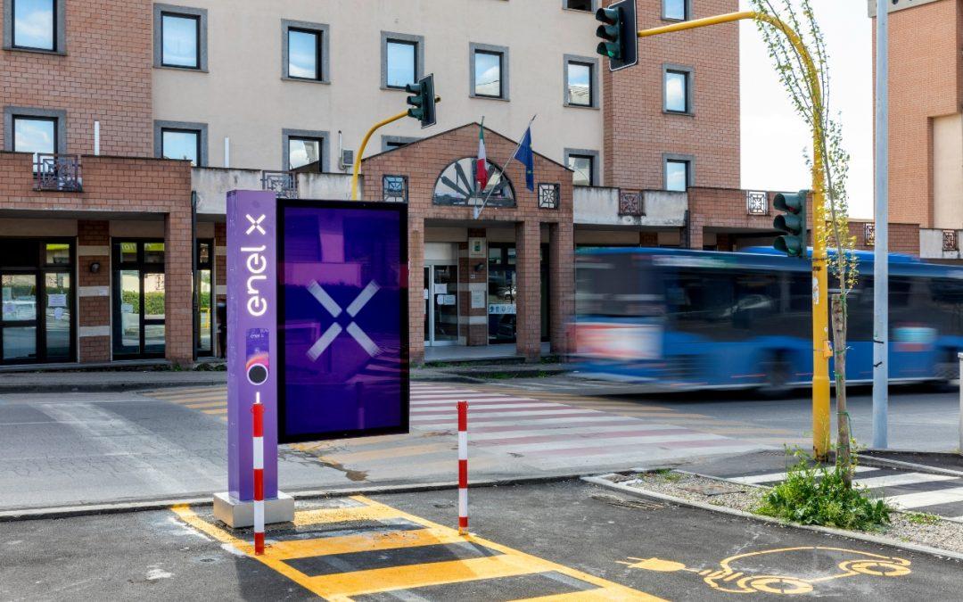 Enel X definisce i requisiti per i Comuni che accedono con priorità al piano per la mobilità elettrica